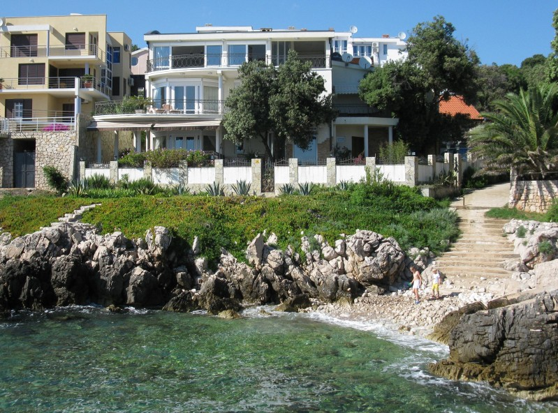 Villa in Utjeha at the first coastline