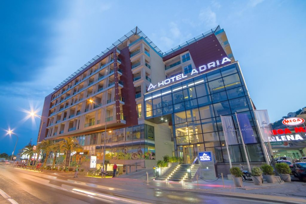 Commercial premises for sale in a 4 hotel in TQ Plaza Budva