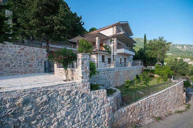 Villa with a panoramic view of the Budva Riviera