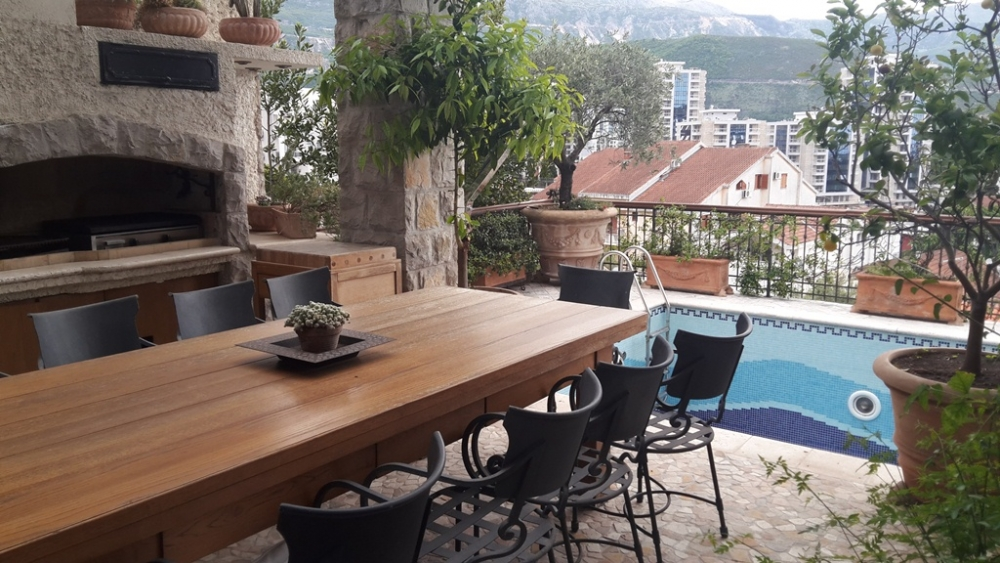 Luxurious villa in Budva