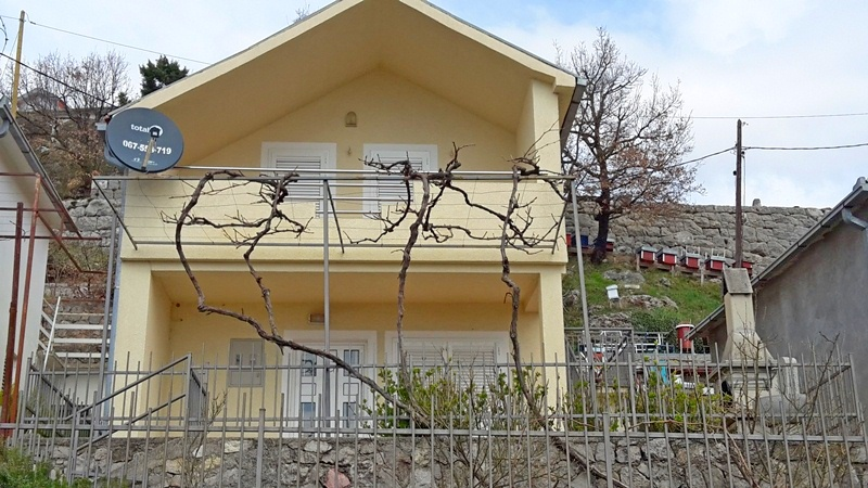 Two storey house in Markovici
