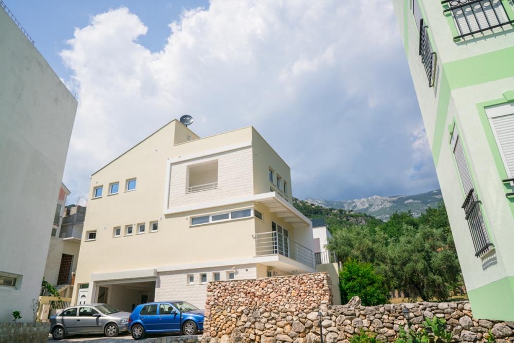 Modern villa in Budva