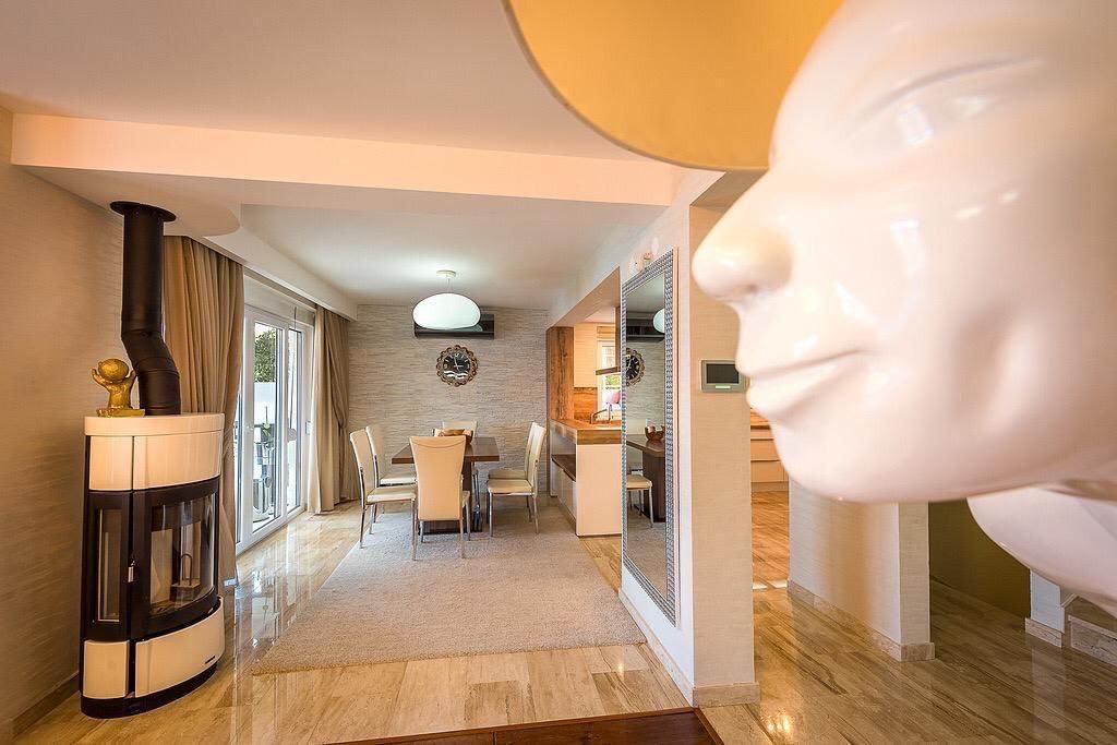 Luxurios villa in Kotor Bay