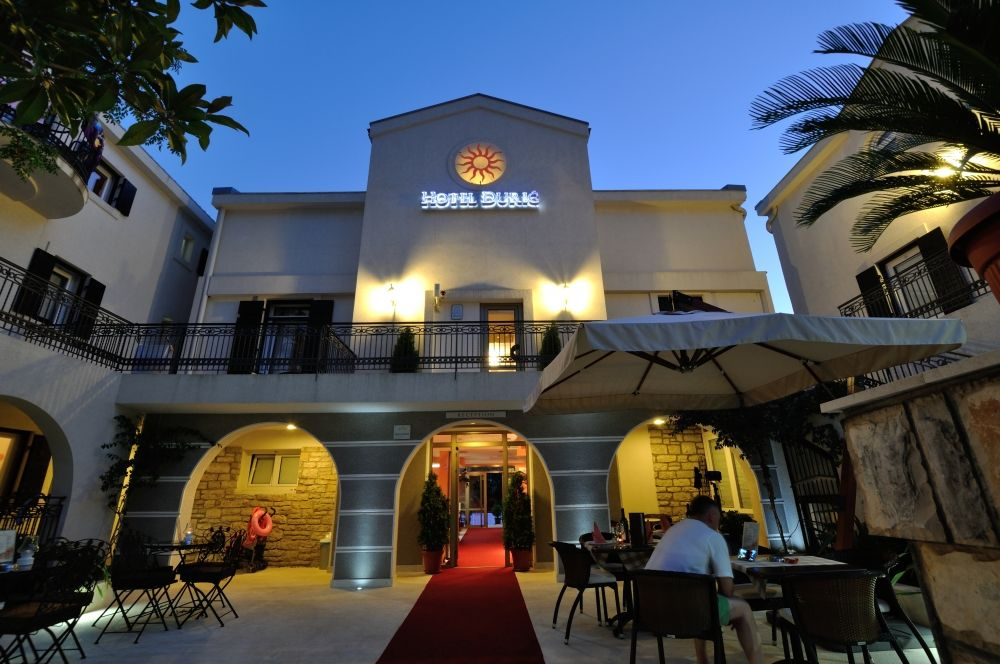 Poslovni prostor , Petrovac , Prodaja | Hotel In Petrovac