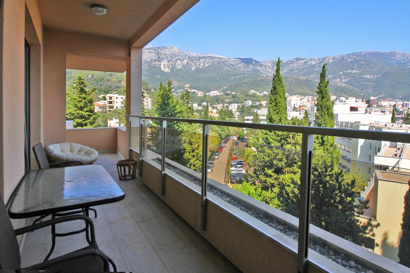 Three bedroom apartment in Becici