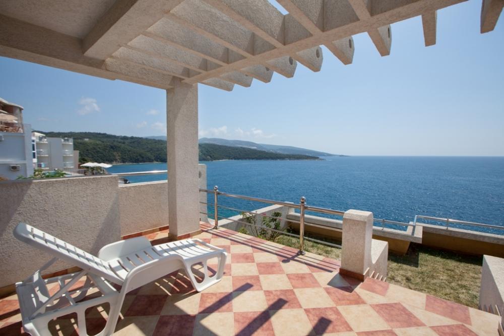 Great villa in Dobra Voda