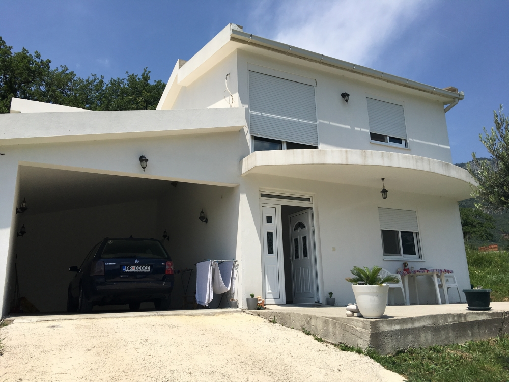 House in Bar Ilino with an area of 180 m2
