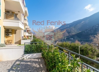 Studio apartment in a charming complex, Morinj The apartment of 40 m2 is located on the first floor and has its own small garden of 15m2.