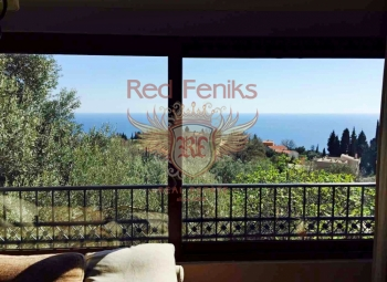 The villa is 110m2 in one of the amazing villages of the Budva Riviera, in Rezevici.