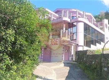 Prodaje se prelepa vila na obali Bokokotorskog zaliva u Stolivu.