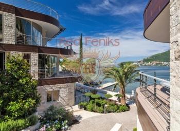 Trosoban stan s prekrasnim pogledom na more smješten u luksuznom stambenom kompleksu Duklei Gardens, uz obalu mora.