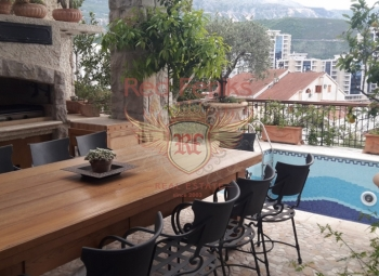 The luxurious villa is located 200 meters from the old town of Budva.