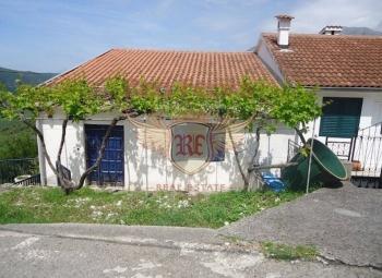 Modern villa on the first line in the village of Krasici.