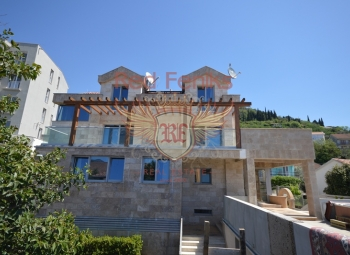Super Luxus Villa in der Nähe des Meeres Tivat Ort Lastva steht zum Verkauf.