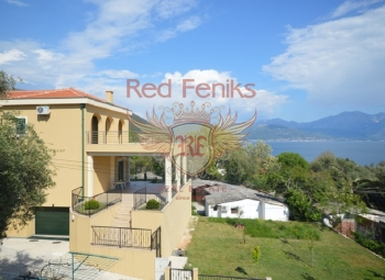 Villa for sale with stunning sea views in the village of Djenovici, Herceg Novi.