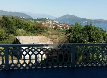 For sale part of the house with a plot is located in the picturesque, green district of the ancient city of Herceg Novi.