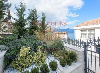 Na prodaju se nudi vila broj 6 u luksuznom novom kompleksu sa pogledom na more u Boka-Kotorskom zalivu.