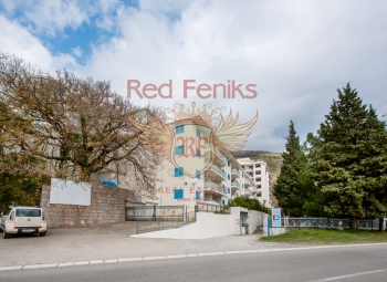 One-bedroom apartment in Becici in a residential complex 200 meters from the sea.