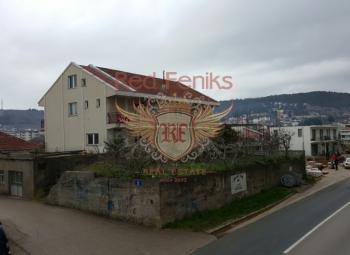 Na prodaju velika kuća u Ulcinju, Crna Gora.