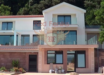 Beautiful villa overlooking the bay , 20 min by walk from Porto Novi.