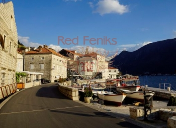 Kotor Körfezi'nin incisi Perast Şehir Müzesi içerisinde bulunmaktadır.