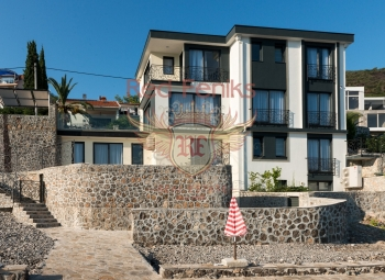 Villa for sale on the first line of the sea in Krasici.