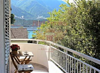 Satılık Dobrota kasabası Kotor banliyölerinde tamamen yenilenmiş ve mobilyalı bir daire.