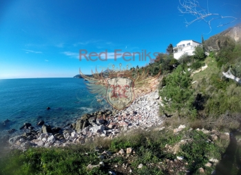 For sale excellent land at the first coastline.
