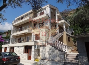 For sale mini hotel in Budva only 200 meters from the sea.