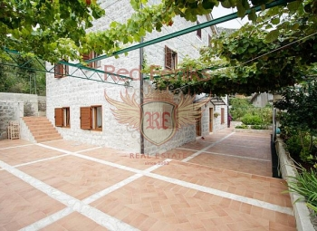 Magnificent, old villa, in the traditional Mediterranean style, is located in the heart of the picturesque village of Morin, near the church of St.