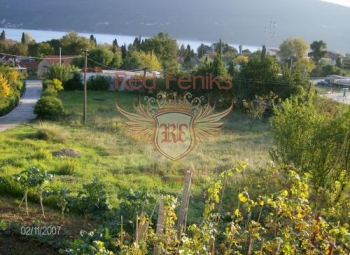 The plot is located just 300 meters from the sea and is surrounded by a lively green fence.