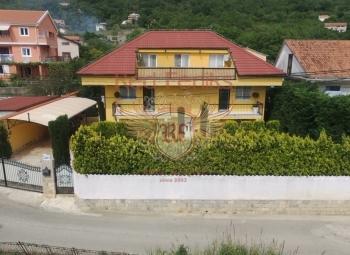 For sale Villa in Lastva Grbalska, located in the quiet and green area.