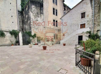 A unique opportunity to buy a commercial permises in the center of the Old town of Kotor! The area of the commercial permise is 70 m2.