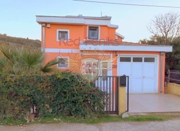 Prodaje se prekrasna kuća u blizini plaže.