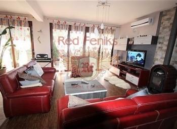 Prodaje se trospratna kuća površine 236 m2, placa 400 m2.