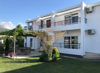 House for sale consisting of three apartments with different entrances! To the sea -2 km on a flat, wide, asphalt road, without ups and downs.