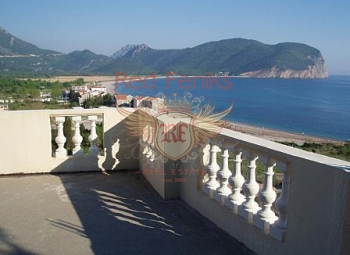 Five-story hotel on the first line in Buljarica (Budva) Plot area: 500 sqm The total living area is 1635 sqm All apartments are equipped with modern appliances (air conditioning, TV, Internet, cable TV).