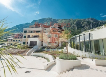 The apartment is located in a new residential complex in the small village of Morinj.