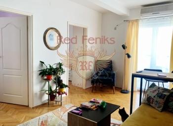 Budva'nın merkezinde satılık iki yatak odalı daire.