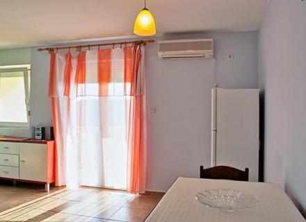 Petrovac'ta iki odalı bir daire, becici satılık daire, Karadağ da ev fiyatları, Karadağ da ev almak