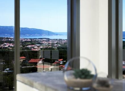eni gelişen dünyaca ünlü Kotor'daki Porto Montenegro Marina'nın bulunduğu büyüleyici sahil kasabası Tivat, bölgenin en güneşli yerlerinden biridir.