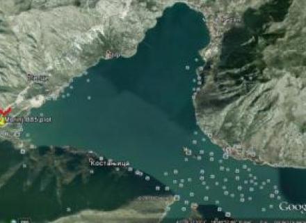 karadag satilik arsa Morinj Güney Karadağ'ın Herceg Novi Belediyesi'nde, Morinj Köyü'nde doğu cephesi deniz manzaralı, kompleksin bir parçası olan Villa arsasıdır.