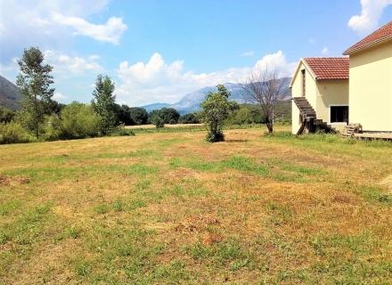 Danilovgrad'da büyük arsalı ev, Karadağ satılık ev, Karadağ satılık müstakil ev, Karadağ Ev Fiyatları