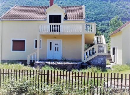 Danilovgrad'da büyük arsalı ev, Central region satılık müstakil ev, Central region satılık müstakil ev