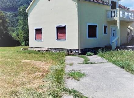 Danilovgrad'da büyük arsalı ev, Karadağ da satılık havuzlu villa, Karadağ da satılık deniz manzaralı villa, Cetinje satılık müstakil ev