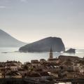Ultra modern bir projeye sahip olan daire Budva'nın kalbinde yer almaktadır Deniz dağ ve Old Town'dan oluşan muhteşem bir manzaraya sahiptir.