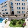 Daireler Petrovac'da residence içinde sakin bir konumdadır.