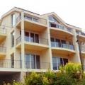 Prcanj'da yüzme havuzlu bir evde yeni daire.