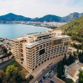 New furnished apartment for sale with 2 bedrooms for sale in a luxury hotel complex on the first line of the sea with panoramic sea views, large terrace and high ceilings! Great investment offer.
