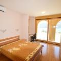 Boko Kotorska Koyu'nda denize yakın geniş villa, Herceg Novi satılık müstakil ev, Herceg Novi satılık villa